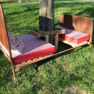 recycled pallet and old bed garden sitting furniture