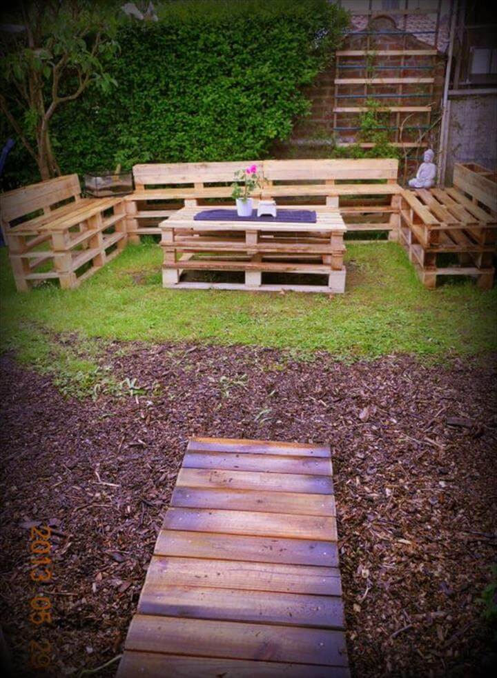 DIY Pallet Garden Sitting Furniture