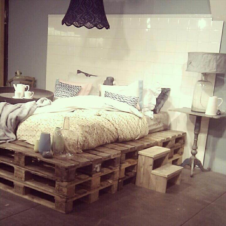 ultra rustic pallet raised bed design