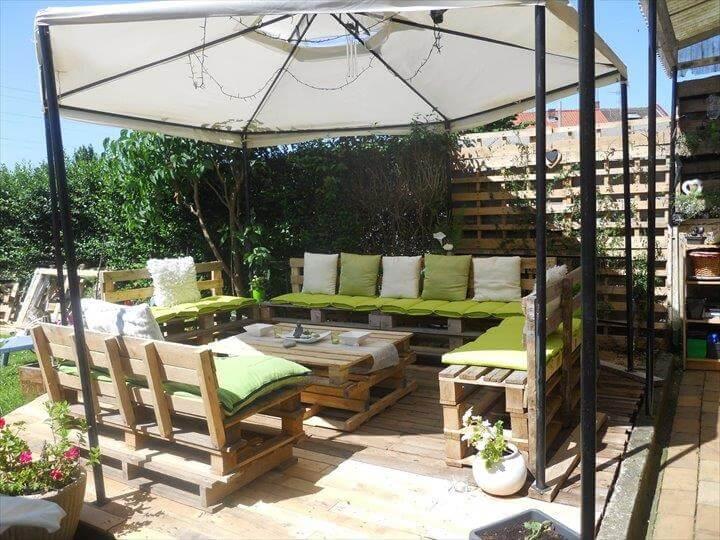 Pallet deck diy patio furniture for Garden decking furniture