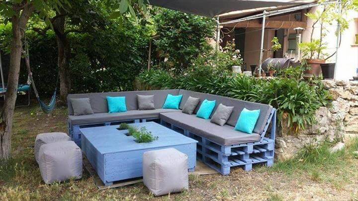 diy chalk painted pallet sofa with foam cushioned seats