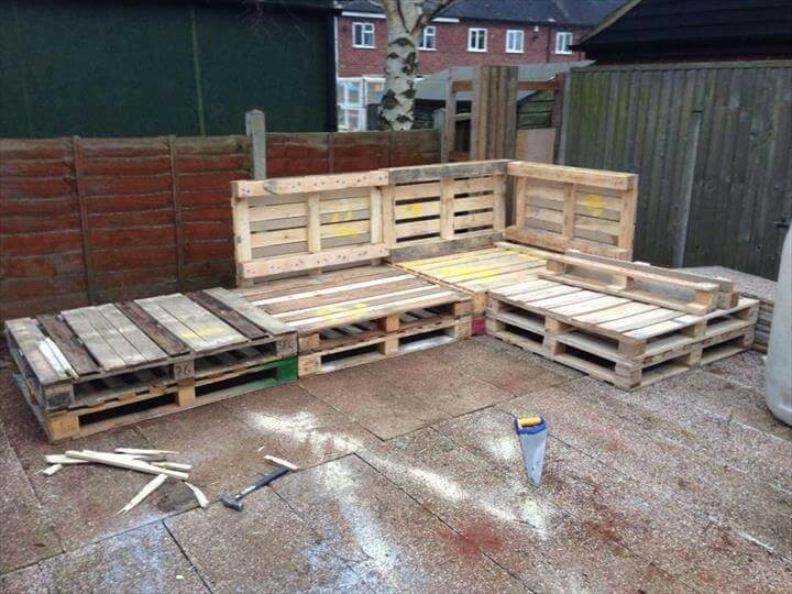 Tutorial: Pallet L-Shaped Sofa for Patio / Couch - 101 Pallet Ideas