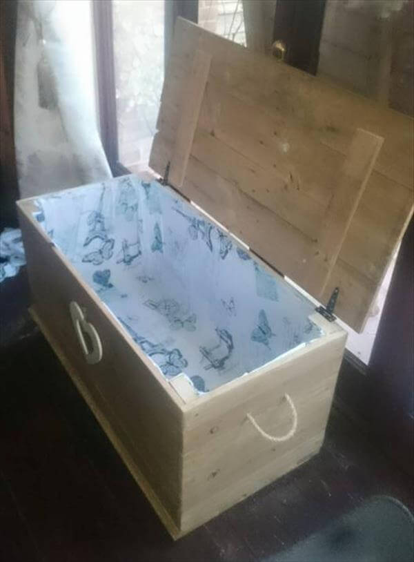 DIY Pallet Chest with Fabric Interior