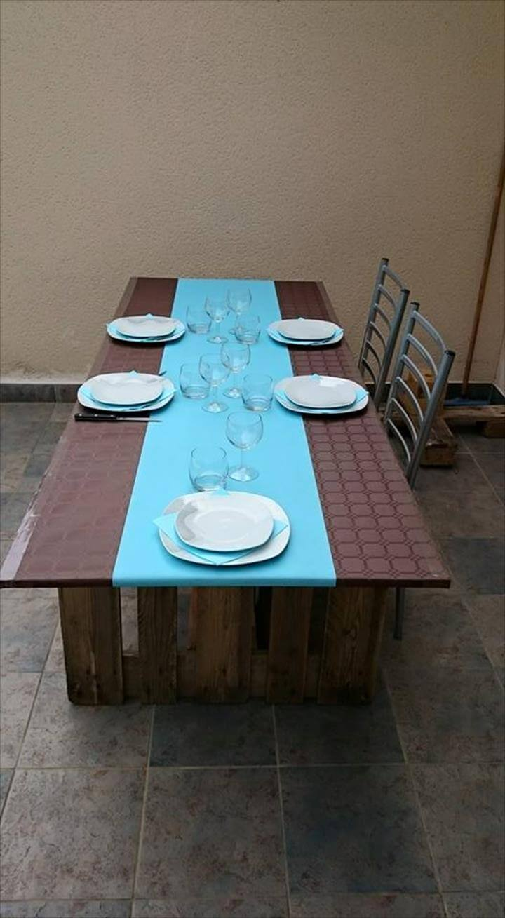 Easy Pallet Dining Table With