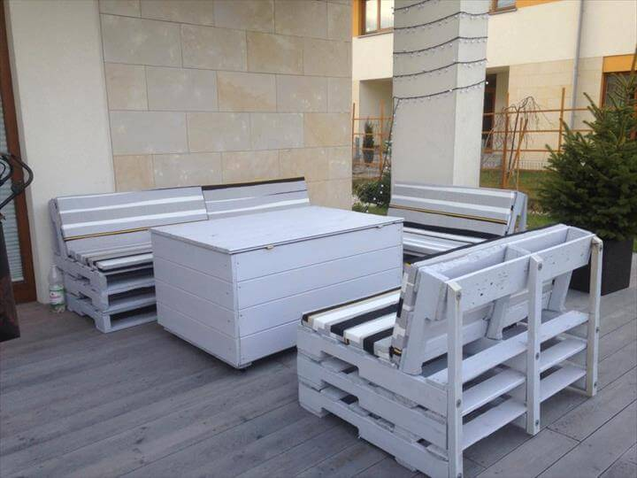 DIY Grey Painted Pallet Terrace Furniture