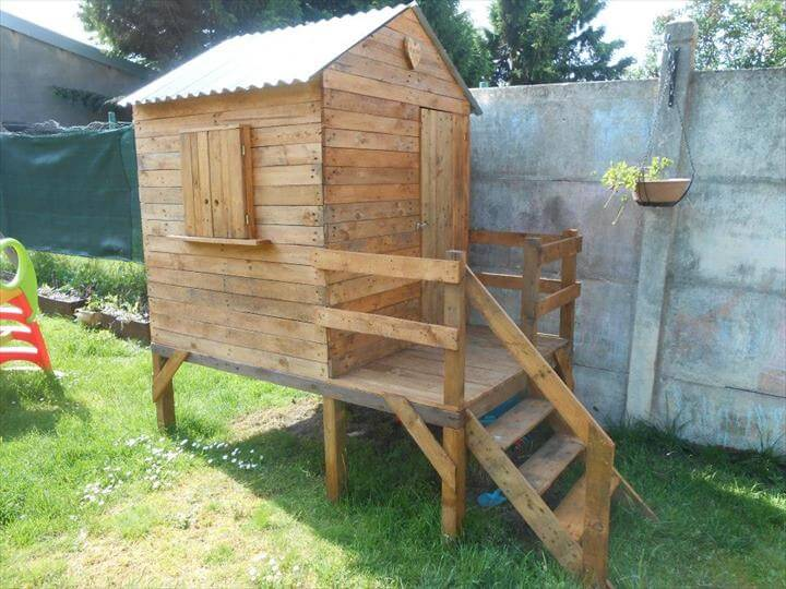 reclaimed pallet playhouse