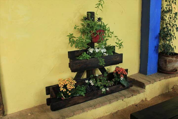 Some Brilliant DIY Wood Pallet Planter Ideas