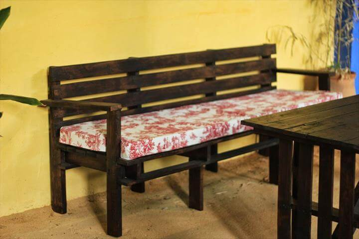 upcycled pallet cushioned bench