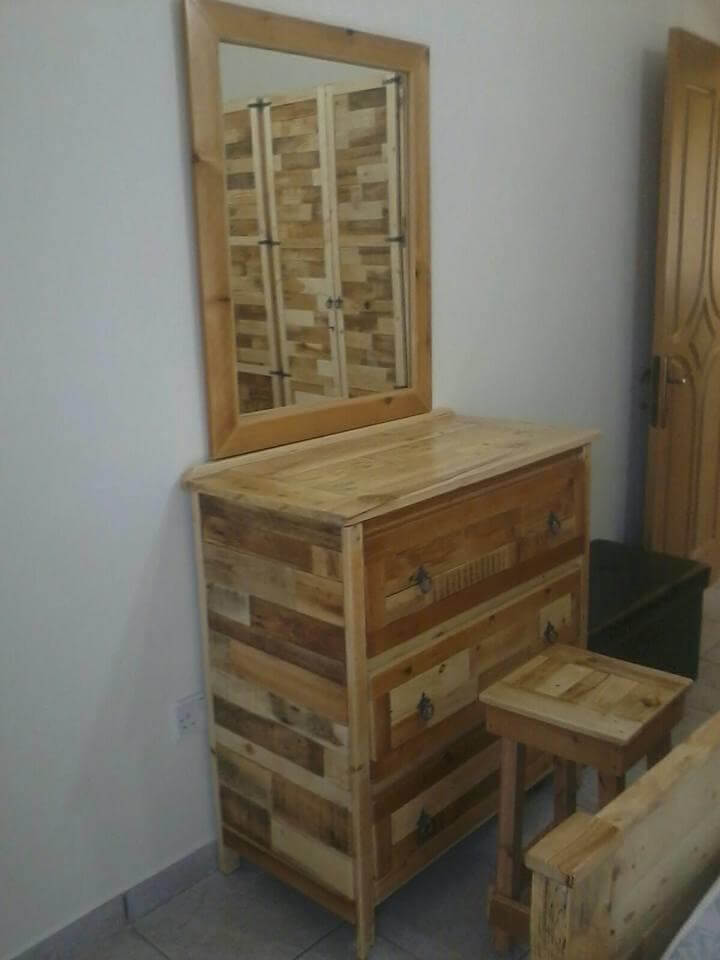 Bedroom Furniture Refurbish With Pallets 101 Pallet Ideas