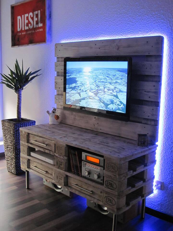 Pallet media console diy tv stand