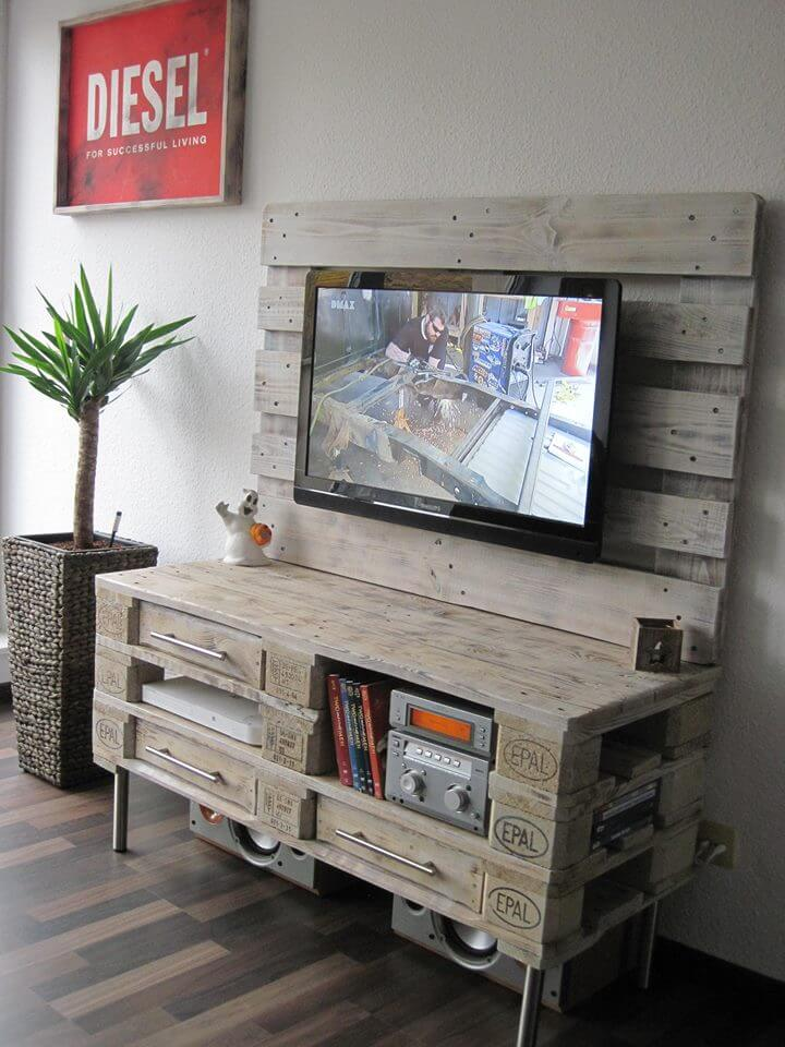 Pallet media console diy tv stand for Meuble mural palette