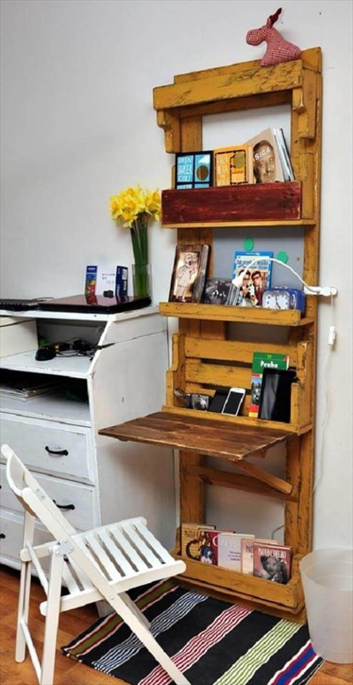 diy pallet computer desk with wall shelf 101 pallet ideas. Black Bedroom Furniture Sets. Home Design Ideas