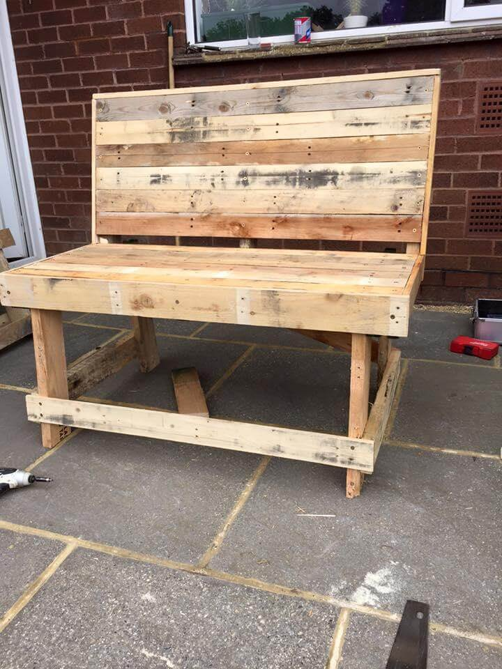 Outdoor Pallet Bench Tutorial on Pallet Garden Furniture Ideas