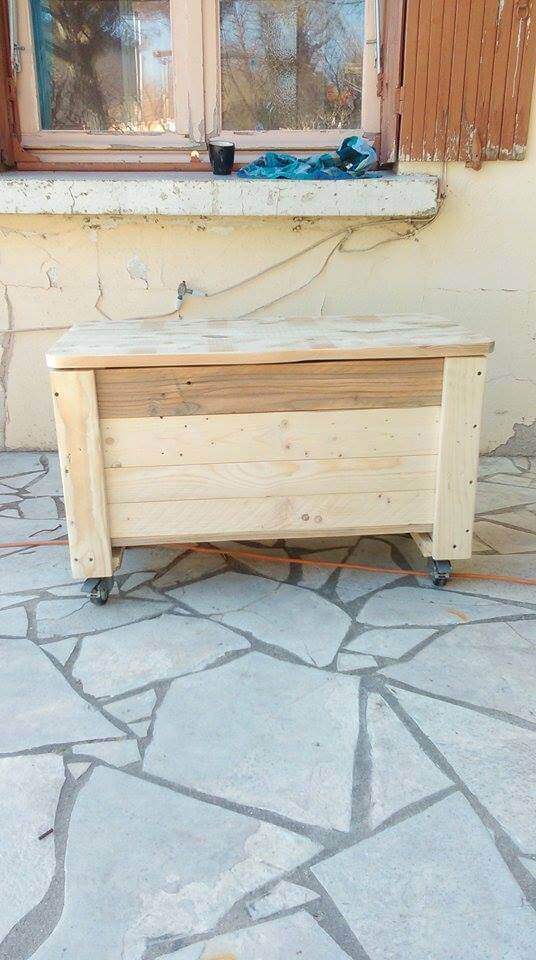 recycled pallet kids toy chest