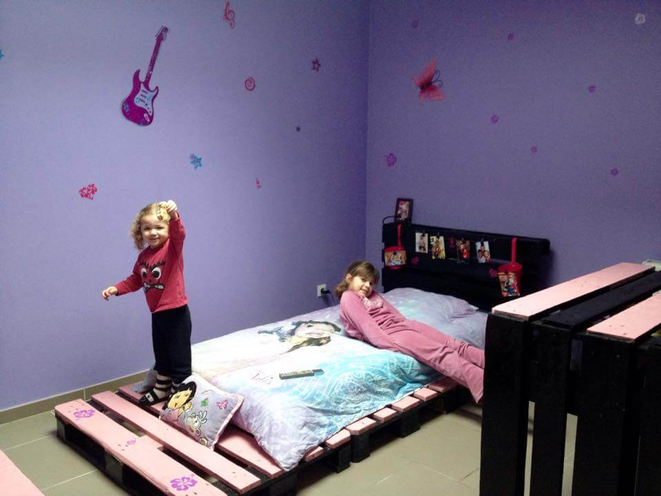 Pallet bed with headboard and storage for Diy kids pallet bed