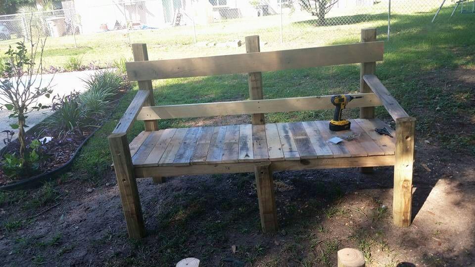 Pallet patio set inspired your outdoor - Garden bench ideas complete piece heaven ...