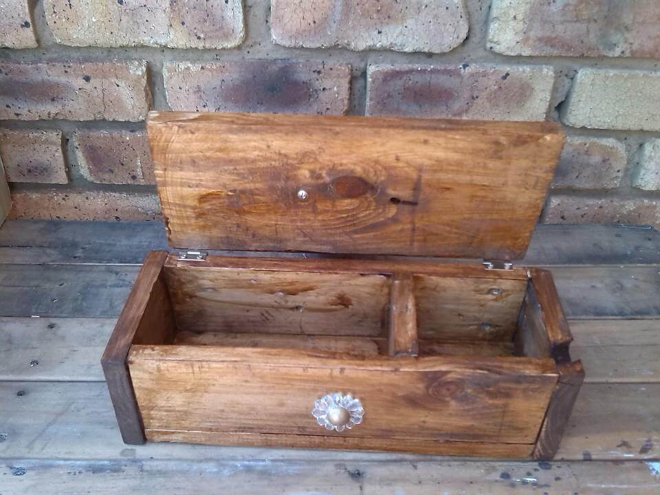 Decorative Wooden Pallet Box