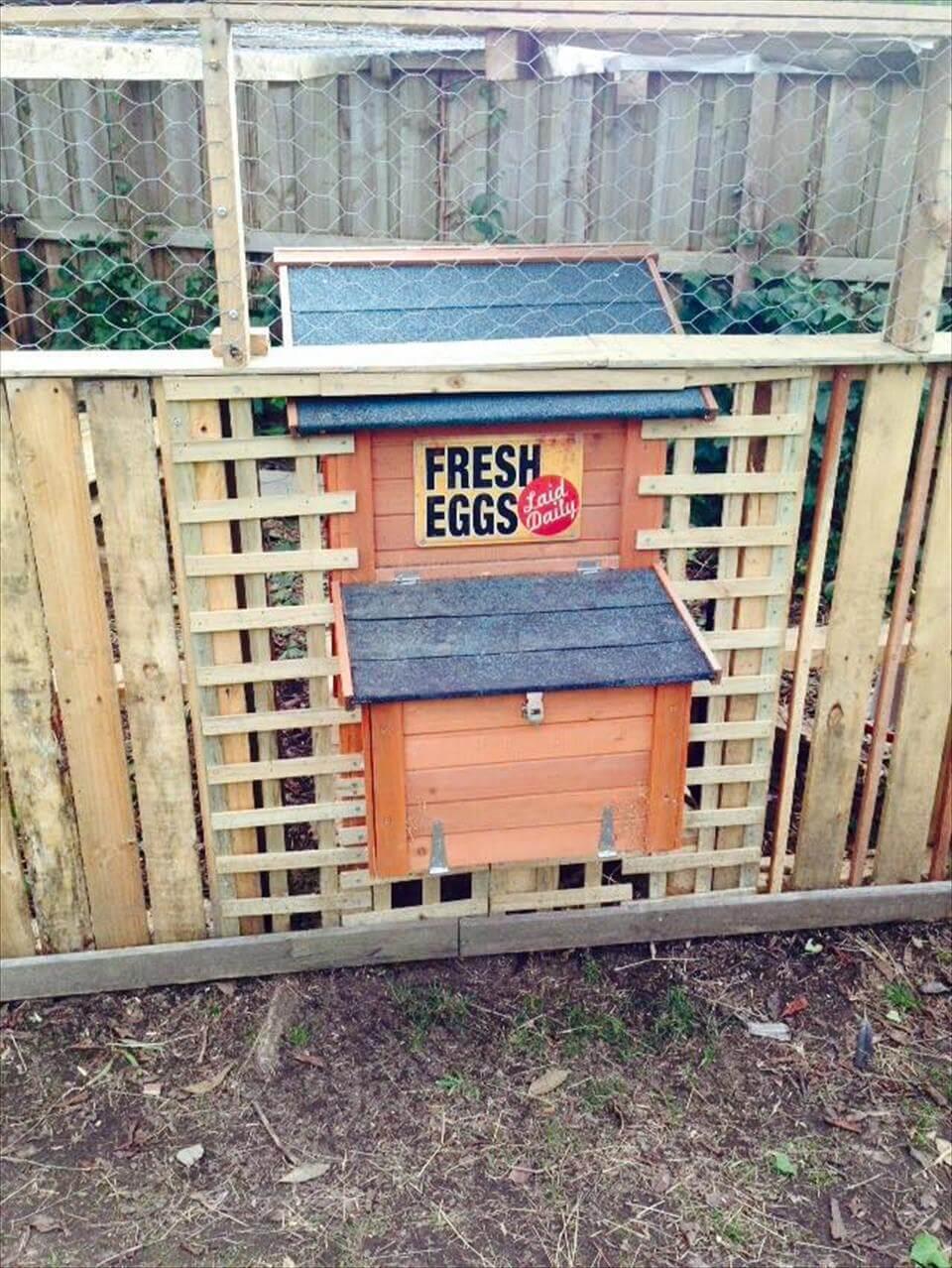 Diy pallet chicken coop or hen house for Wood pallet chicken coop