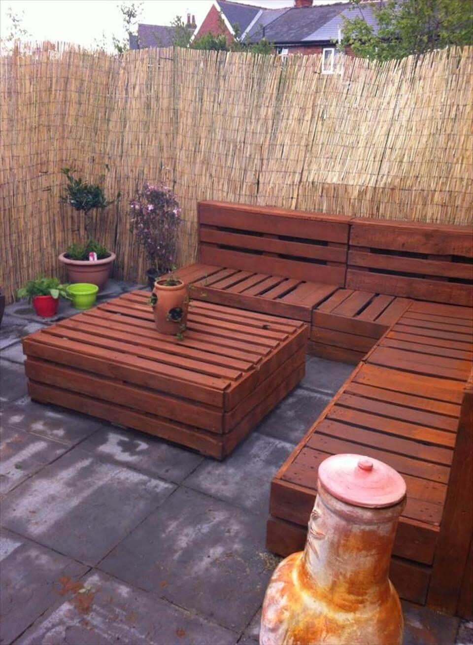 Pallet patio sectional - Whole Pallet Patio Set Inspiration
