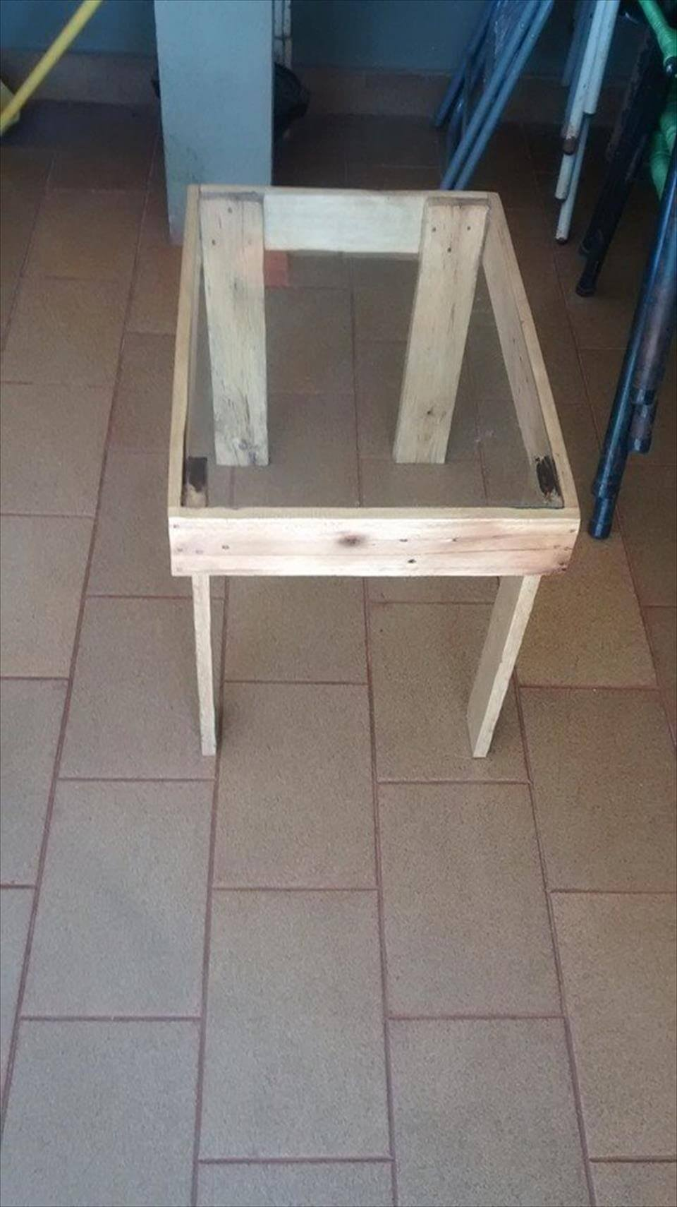 Wood Pallet Table Top Easy Pallet Coffee Table With Glass Top