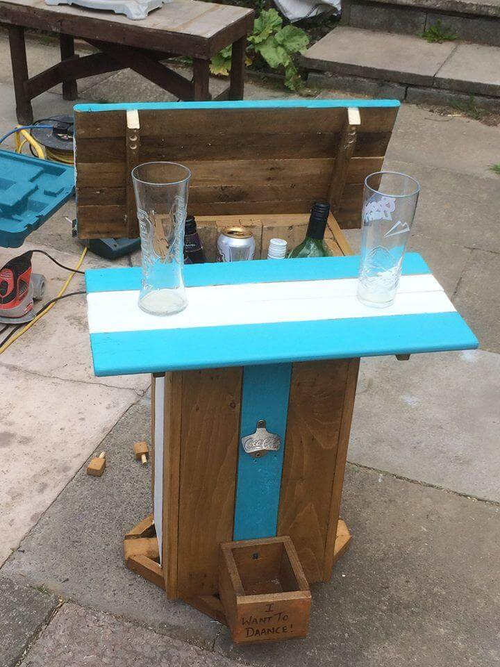 Multi purpose pallet table and ice chest