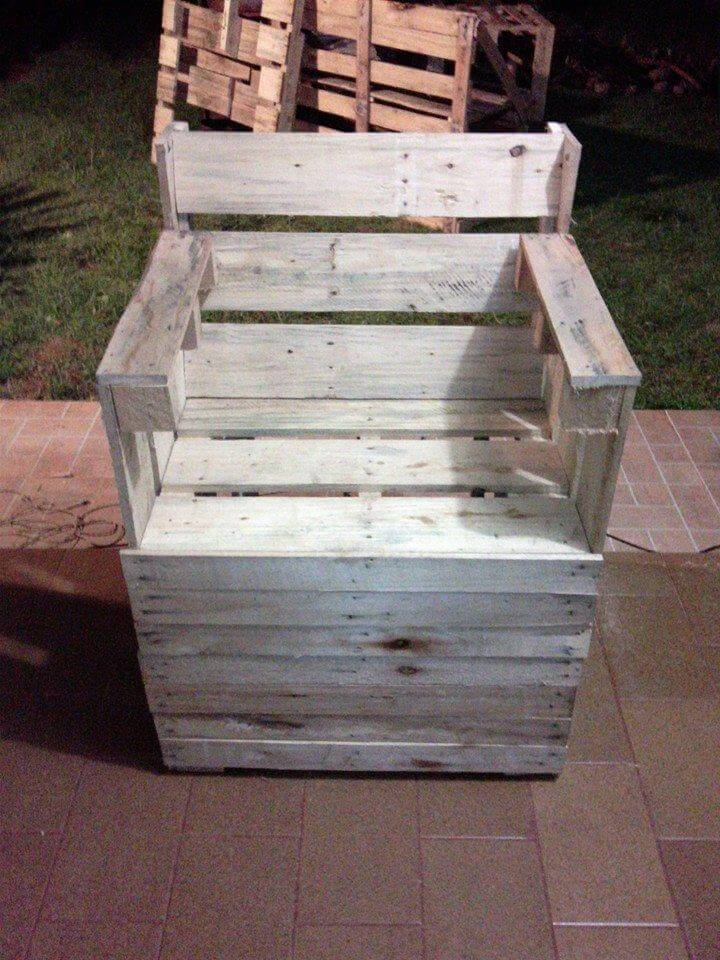 Shabby chic painted pallet arm chair 101 pallet ideas for Pallet shabby chic