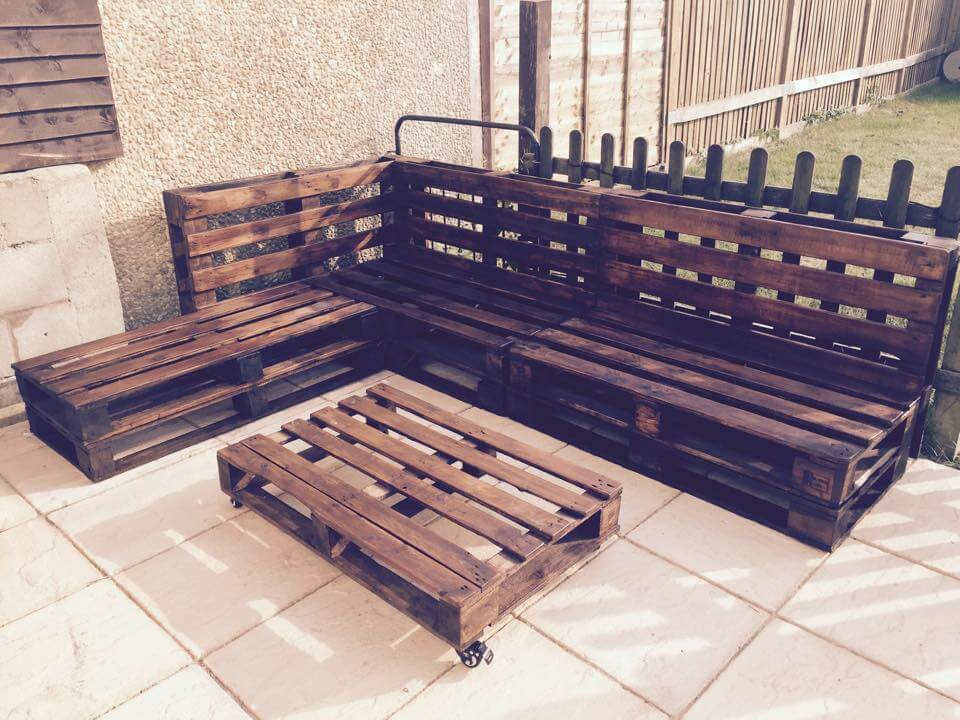 Outdoor Pallet Sectional Sofa