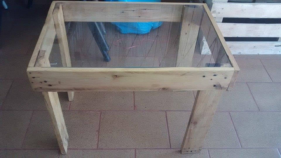 upcycled pallet patio coffee table with glass top