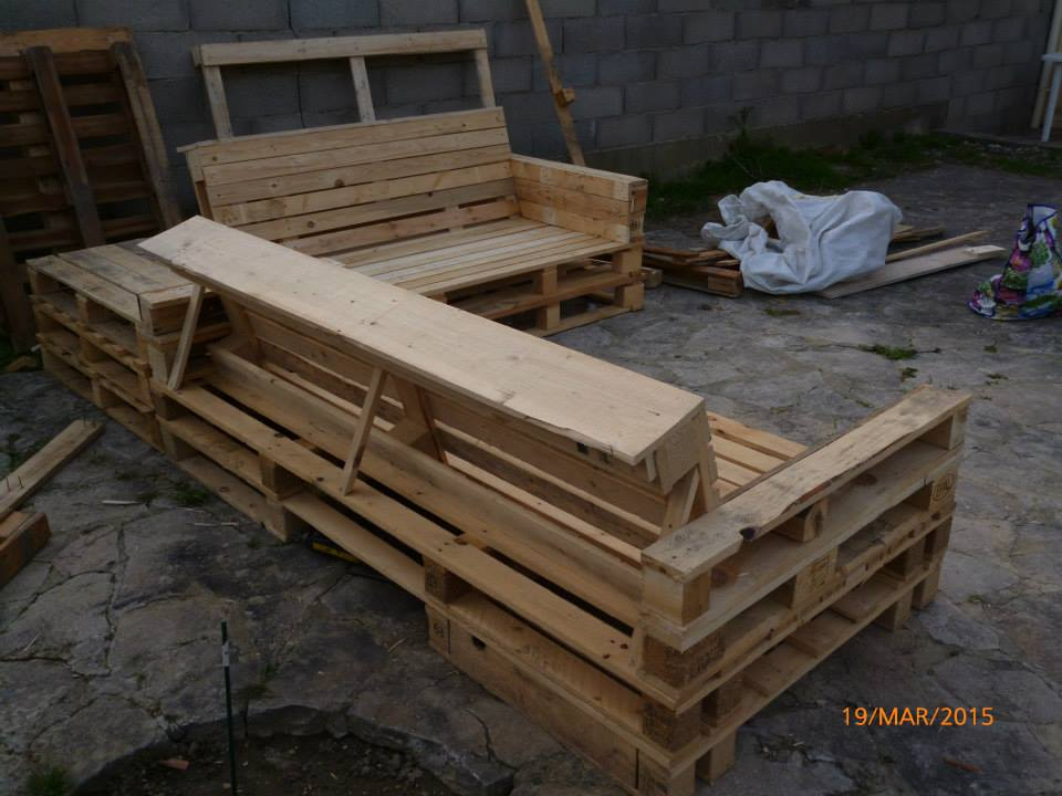recycled pallet garden and patio set