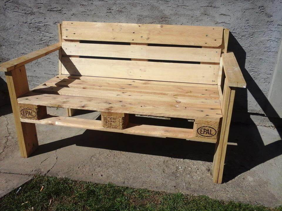 Diy 2 pallet board 2 spool wheel bench for How to make furniture out of wood pallets