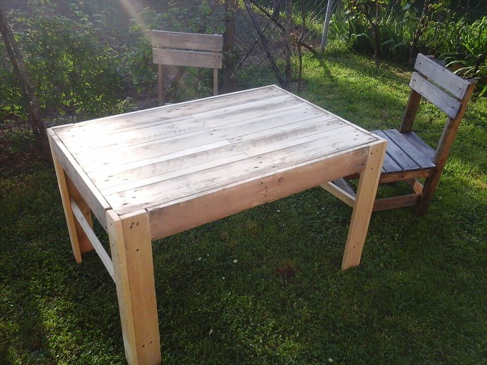 coffee table made of reclaimed pallets