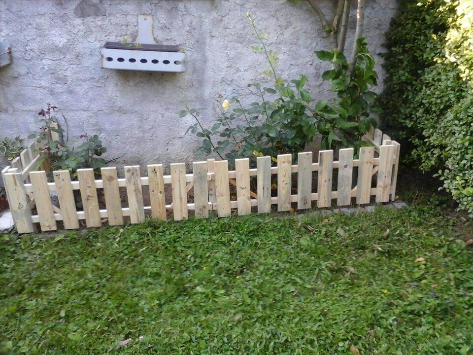 Pallet garden fence for Short garden fence designs