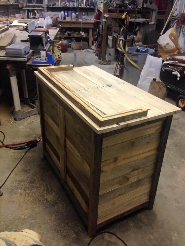 Wood pallet kitchen hutch for Kitchen ideas using pallets