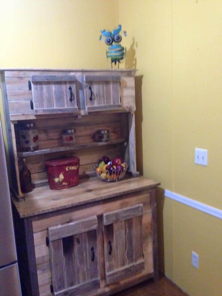 Kitchen hutch made from pallets for Pallet kitchen ideas