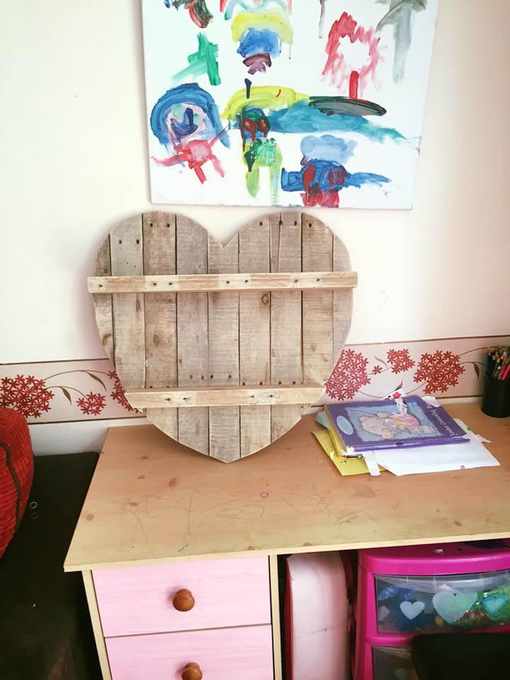 wooden pallet heart shelf and wall art