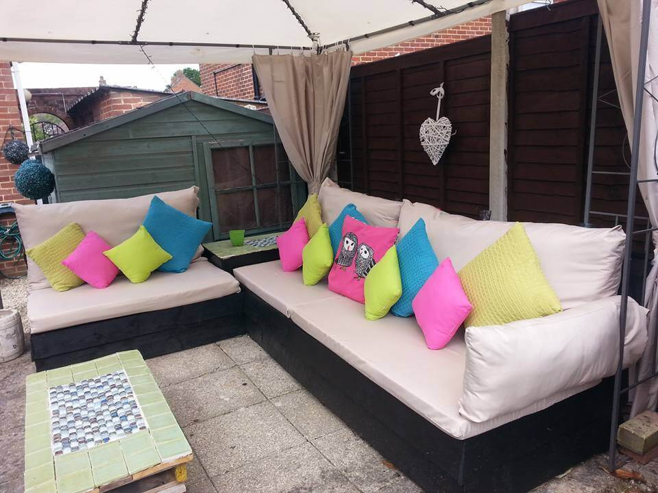 Superior Cushioned Pallet Patio Sofa Set