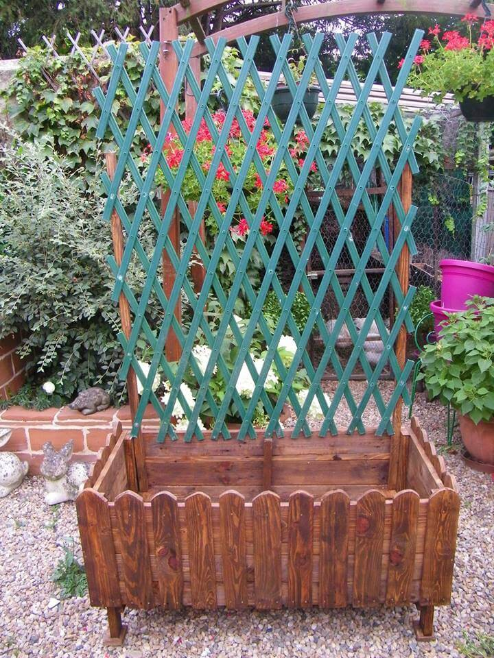 repurposed pallet planter with trellis