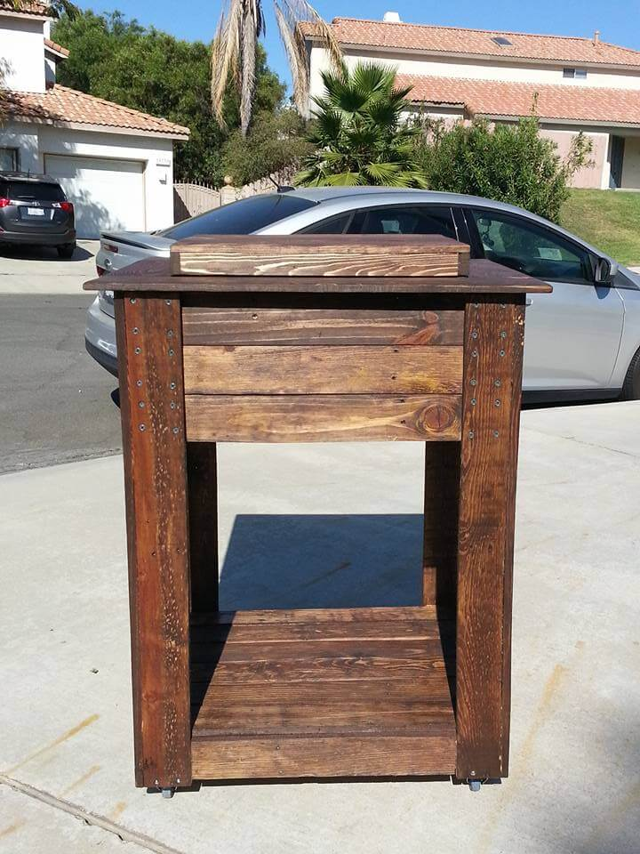 outdoor wooden cooler made of pallets