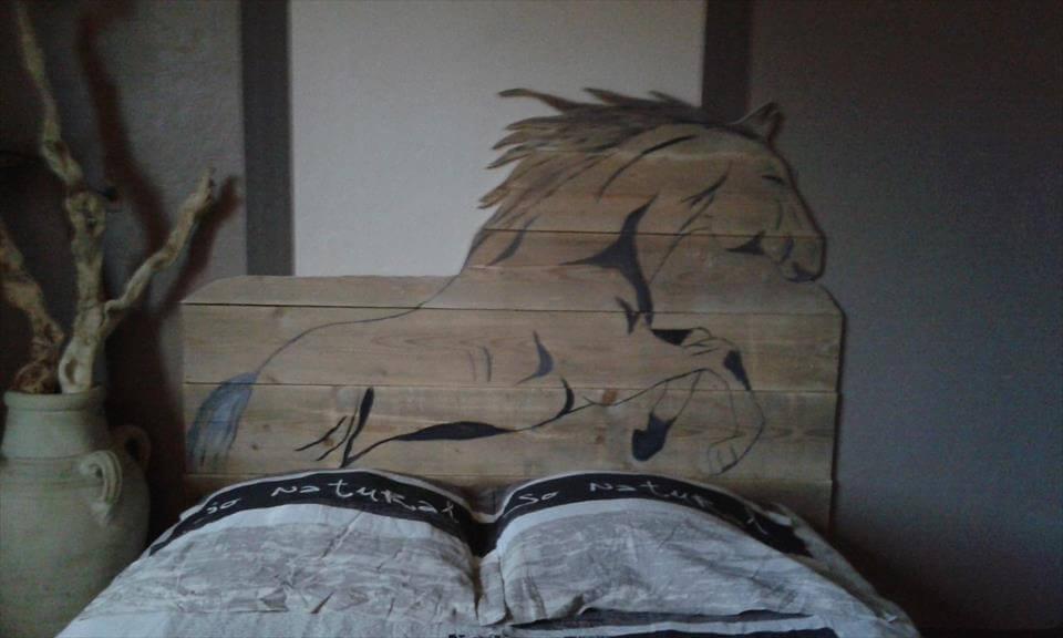 wooden pallet horse headboard
