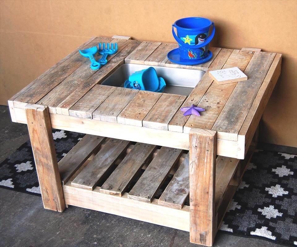 15 inspired pallet ideas for your home for Making things with wooden pallets