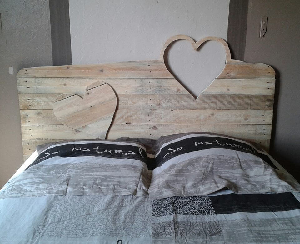 7 inspirational pallet headboards. Black Bedroom Furniture Sets. Home Design Ideas