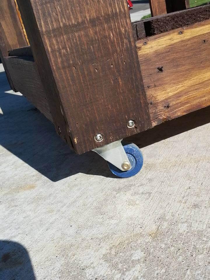 pallet outdoor cooler on wheels