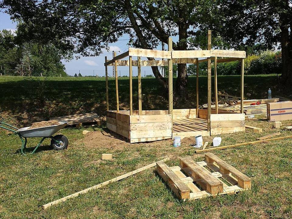 Natural Wooden Castle By Lanka Kade 5364 P in addition 2 moreover Diy Chicken Coops Even Your Neighbors Will Love furthermore Pallet Sandbox besides Diy Pallet Outdoor Two Seated Swing. on pallet kids playhouse plans