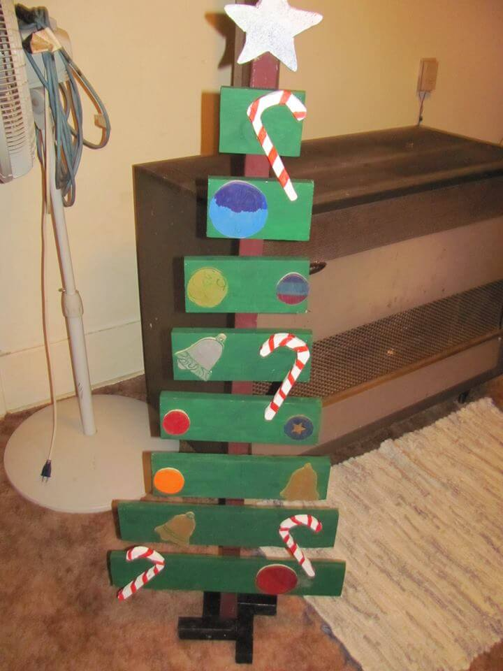 green painted pallet festive tree decor