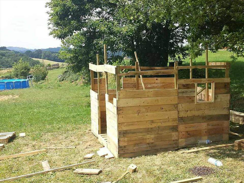 Cabin Built out of Pallets – Pallet Shed or Tiny House