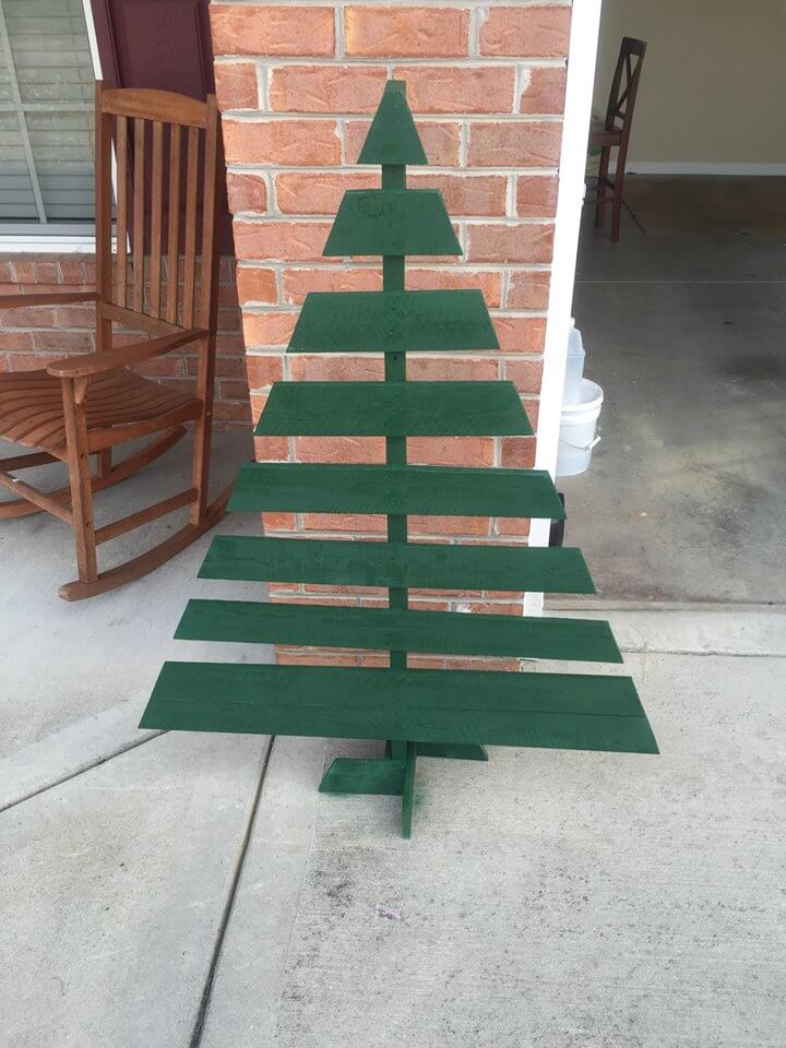 green painted pallet tree