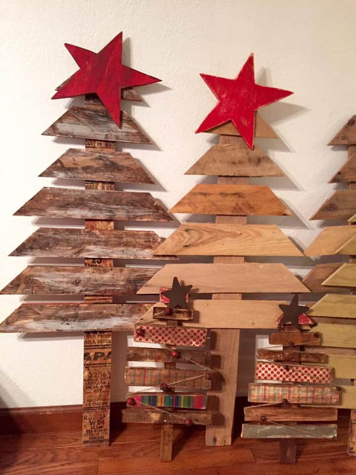 wooden pallet tree with red star accents