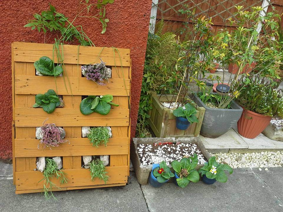25 inspiring diy pallet planter ideas for Macetero vertical pallet