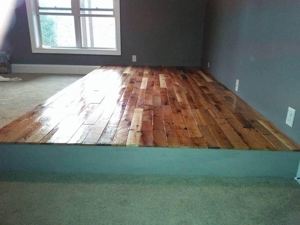 DIY Pallet Flooring At no Cost