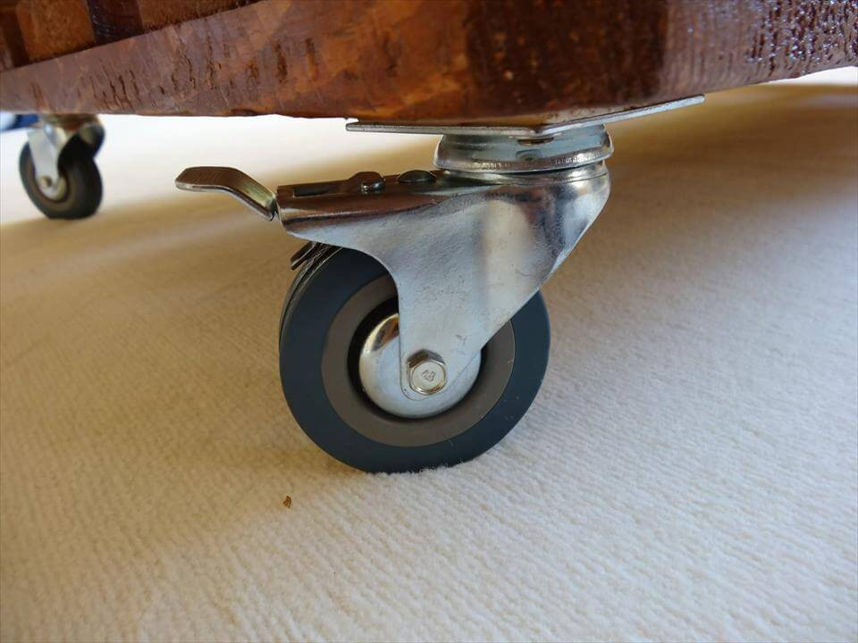 Rustic Wooden Pallet Coffee Table With Wheels Part 81